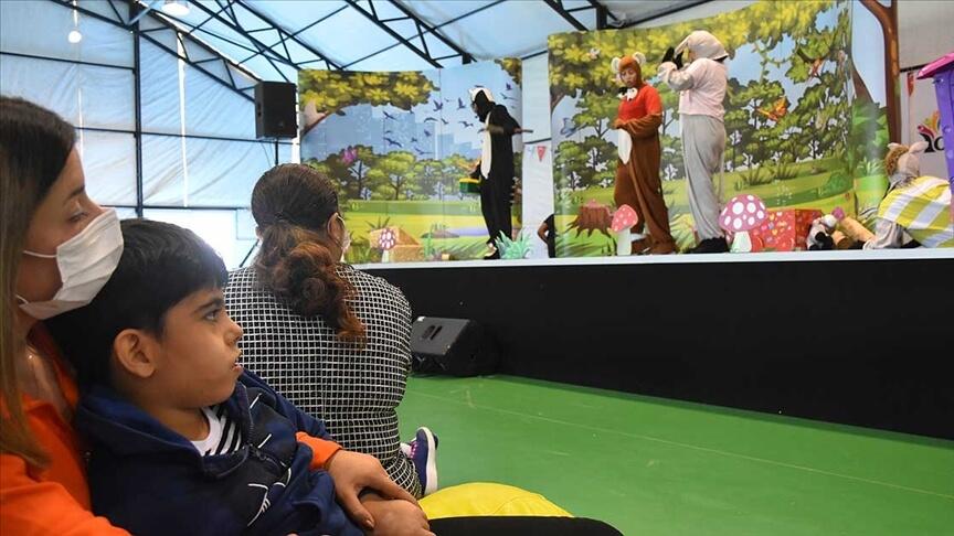 Hollanda'nın Ankara Büyükelçiliğinin desteğiyle otizmli çocuklar için tiyatro ve konser düzenlendi